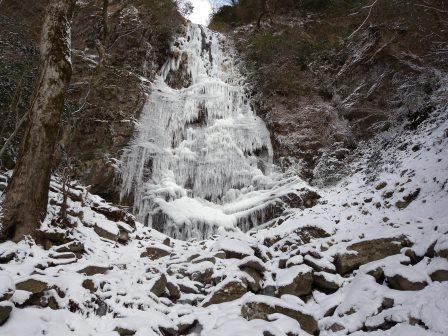 かの有名な四王寺の滝